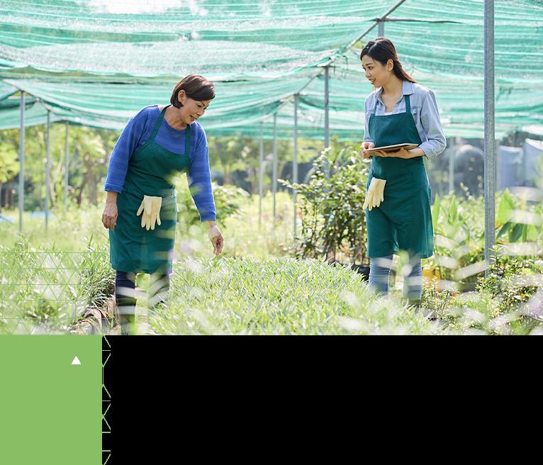 Two women in a field using CropTrak on iPad